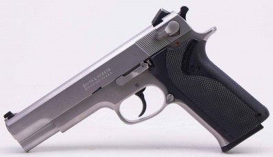 SMITH & WESSON MODEL 1006